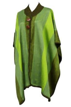 Fairtrade Alpacaponcho med knapper groenne striber