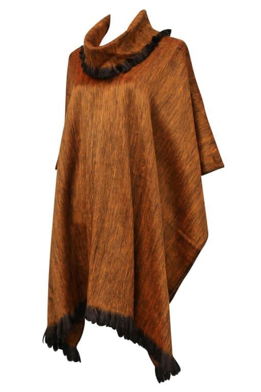 Fairtrade Alpacaponcho med krave gyldenbrun